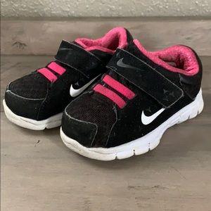 Nike baby girl size 4